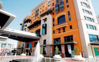 «اقتصادية دبي» تضبط محلاً يروّج لألعاب الحظ سراً