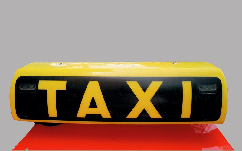 ركاب عن سائقي «تاكسي»: عدوانية وقيادة متهورة و«عدم نظافة»