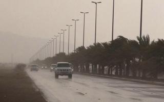الصورة: بالفيديو.. أمطار غزيرة ومتوسطة الغزارة على مناطق متفرقة بالدولة
