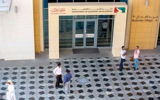 «اقتصادية دبي» تضبط منتجات مقلدة في شقق غير مرخصة
