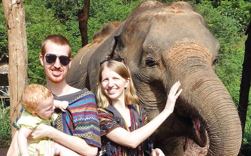زوجان يوفران مليون دولار للقيام برحلة حول العالم