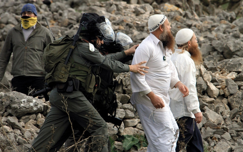 المستوطنون يتمتعون بحصانـة كاملة.. والجيش الإسرائيلي في خدمتهم