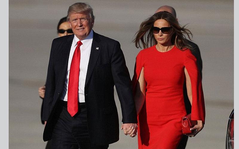 الصورة: بالفيديو.. ترامب يحرج زوجته ملانيا في أول ظهور علني لها بعد حفل التنصيب