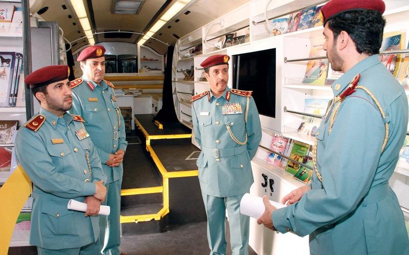 شرطة عجمان تستضيف المكتبة المتنقلة