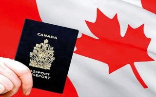 مهاجرون يصلون من أميركا إلى كندا بعد عبور الحدود مشياً