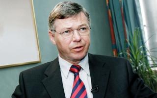 رئيس وزراء نرويجي سابق يُحتجز في واشنطن