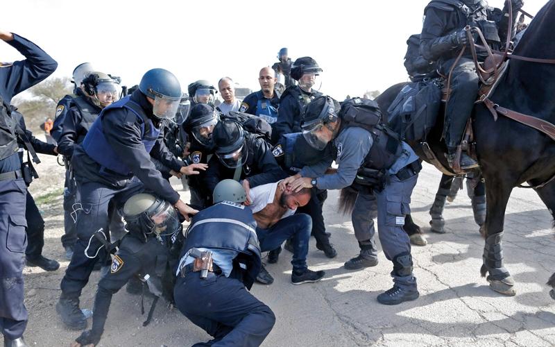 إسرائيل تهدم الديمقراطية وتقيد حياة العرب
