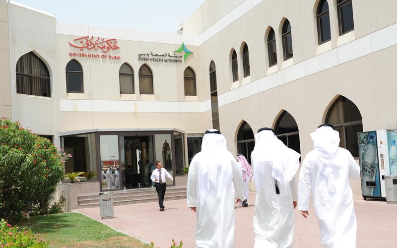 حمدان بن محمد يعتمد مراحل تطبيق الضمان الصحي في دبي - الإمارات اليوم