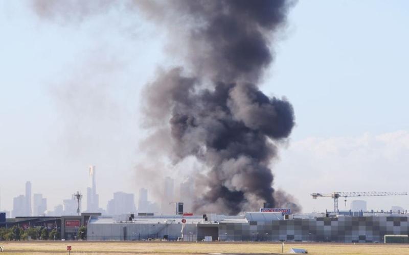تحطم طائرة أسترالية اصطدمت بمركز تجاري