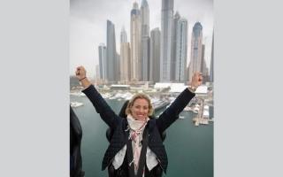 """بالصور.. كيربر تستهل مشاركتها في دولية دبي للتنس بـ """"عشاء في السماء"""""""