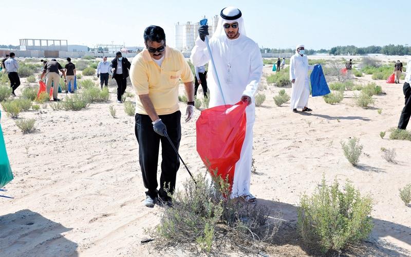 بلدية أبوظبي تنظم حملة لتنظيف شاطئ جزيرة ياس