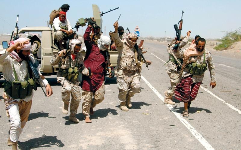 «الشرعية» تتقدم شمال المخاء.. ومصرع قيادات للتمرد في نهم