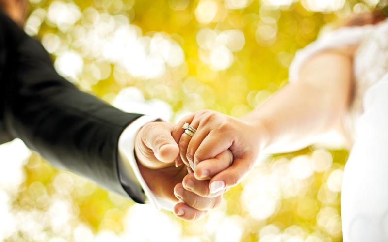الزواج يحدّ من التوتر ويطيل العمر