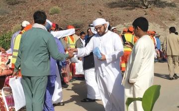 «نشامى الإمارات» توزع حقائب شتوية على 200 عامل فــــــــي «حتا»