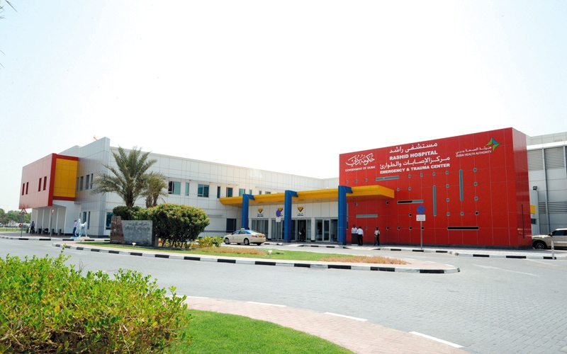 مستشفى راشد ينقذ مريضاً يعاني ثقوباً في الأمعاء والقولون