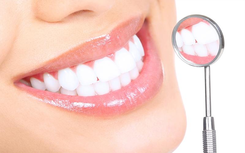 معجون تبييض الأسنان قد يكون ضاراً