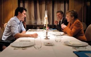 رئيس الوزراء الكندي يحوز قلبي ميركل وميدلتون