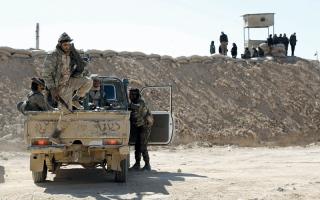 «قسد» تقطع طريق الإمداد الرئيس لـ «داعش» بين الرقة ودير الزور