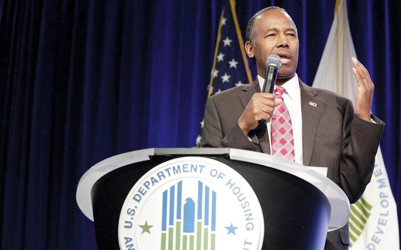 وزير الإسكان الأميركي يثير ضجة بعد تشبيهه العبيد بالمهاجرين