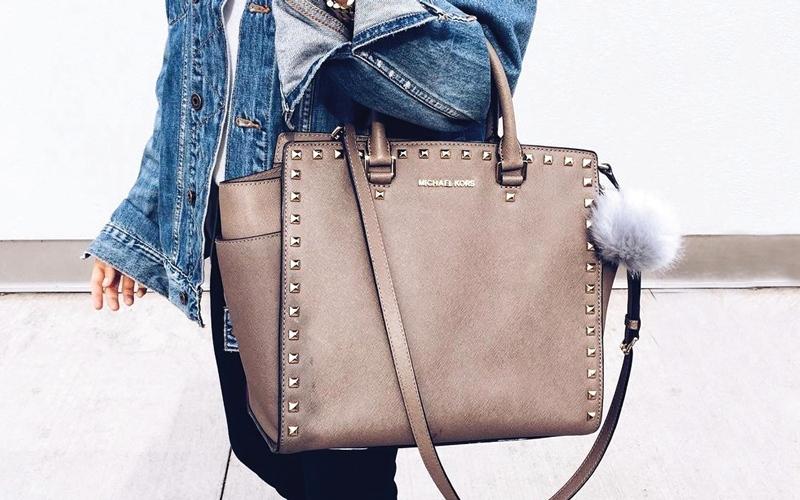 حقيبة اليد الثقيلة تهدّد الظهر