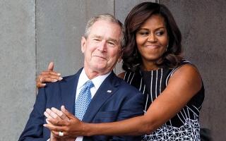 جورج بوش الابن مولع بميشيل أوباما لتقديرها حس الفكاهة لديه