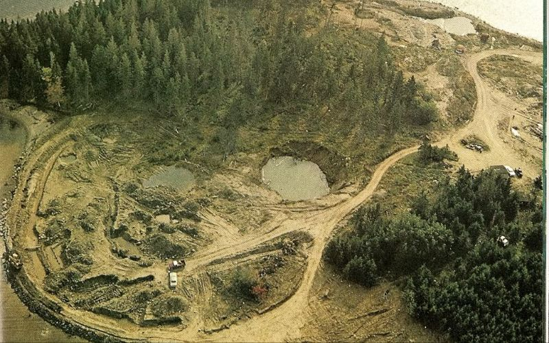 """""""حفرة المال"""" .. السر العظيم في جزيرة البلوط الكندية"""