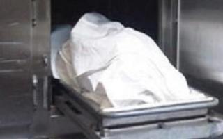 الصورة: شقيقتان مصريتان تحتفظان بجثة والدهما.. بسبب غريب