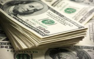 الصورة: الدولار يهبط لليوم الخامس على التوالي