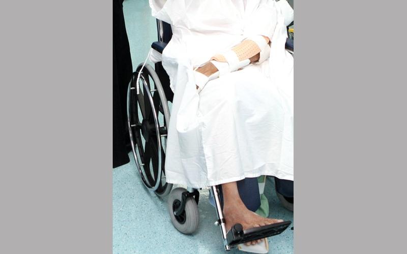 مسنون يسكنون مستشفيات لعجز أبنائهم عن توفير نفقات التمريض بالمنزل