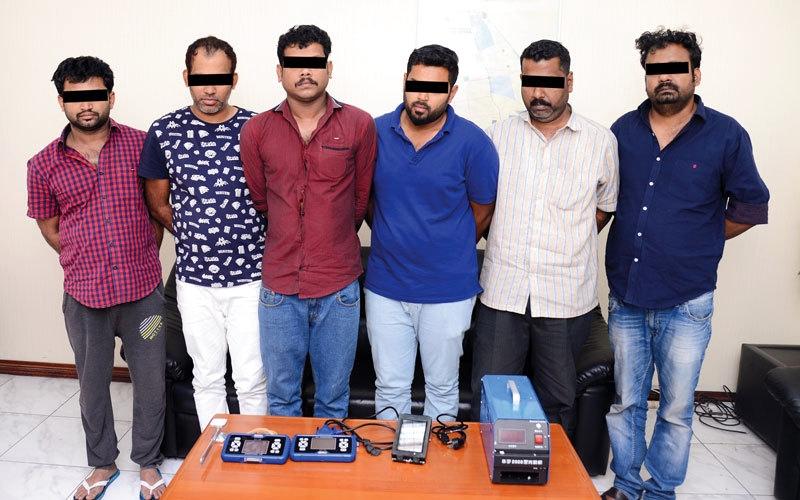 القبض على عصابة متخصصة في سرقة السيارات بالشارقة