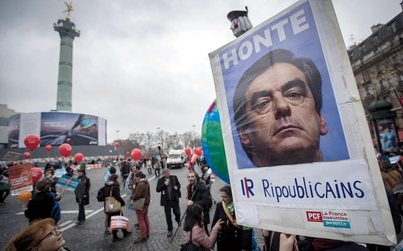 منافسة مستعرة   بين الأحزاب التقليدية الفرنسية