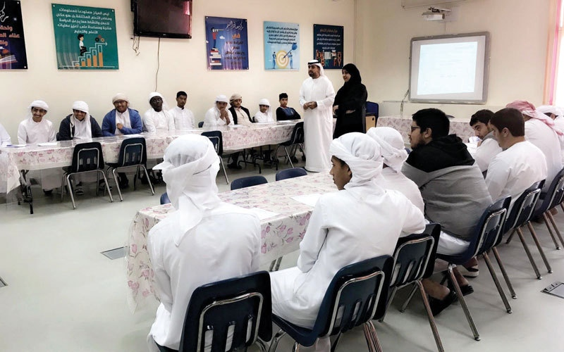 «تنمية المجتمع» تنظم  محاضرات أسرية في مدارس حتا