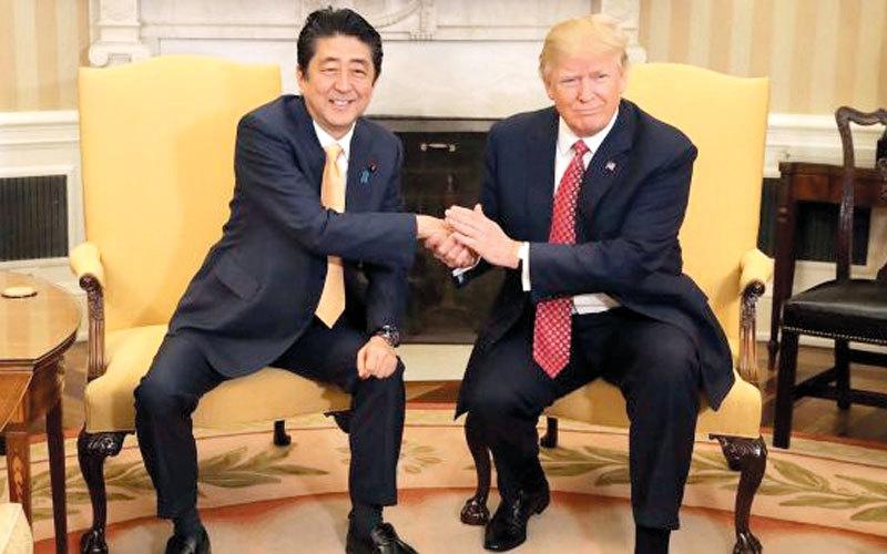 مصافحة الرؤساء بالأيدي..  من ترامب وميركل إلى توماس جيفرسون