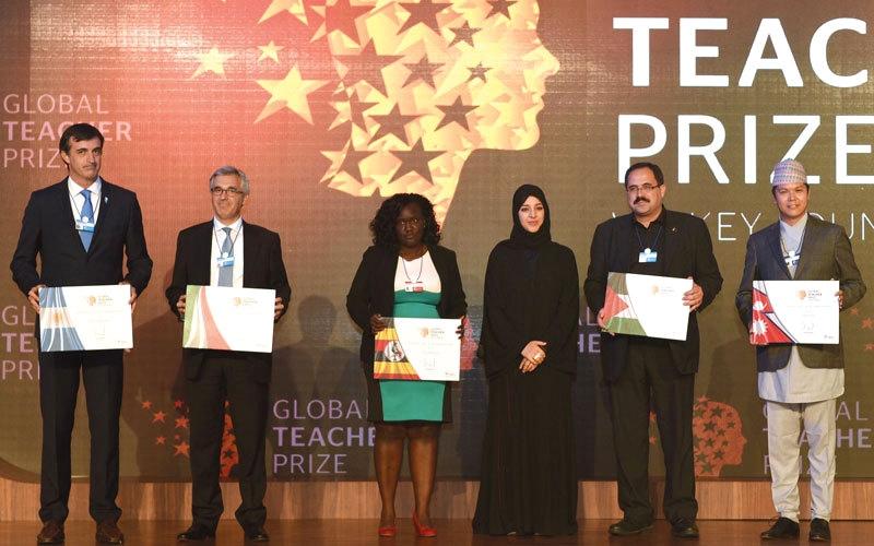 «أفضل معلّم في العالم» تشجّع 20 دولة على إطلاق جوائز وطنية