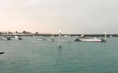 تضرر رصيف ميناء وغرق قوارب صيد بأم القيوين