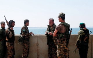 معارك غرب الرقة إثر هجمات مضادة  لـ «داعش»