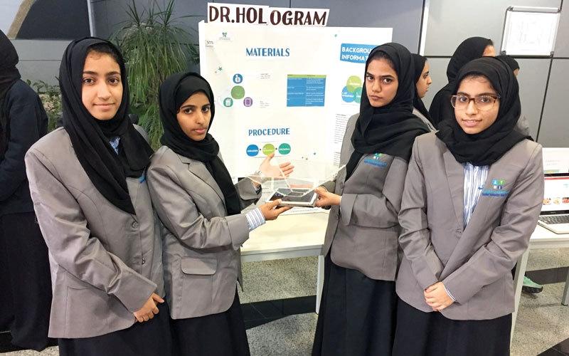 4 طالبات مواطنات يبتكرن معلماً افتراضياً