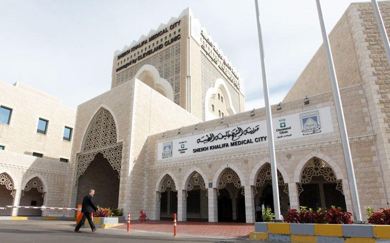 «محمد» يحتاج إلى 189 ألف درهم لعلاج عموده الفقري
