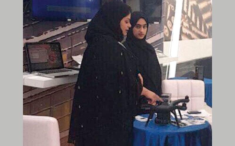 3 طالبات يبتكرن طائرة لإدارة الازدحامات المرورية