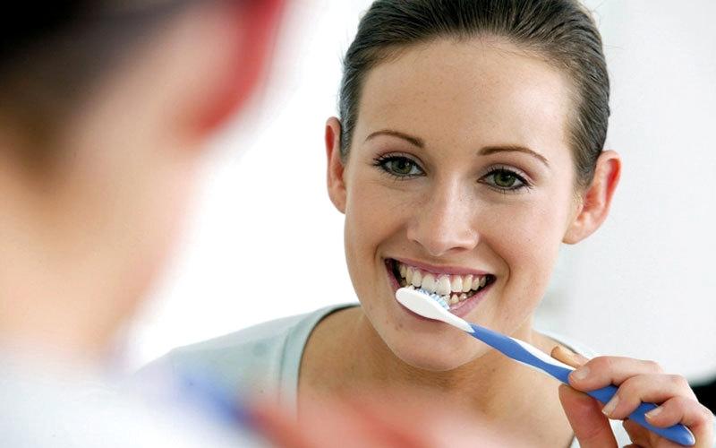 لا تغفل تنظيف أسنانك ليلاً