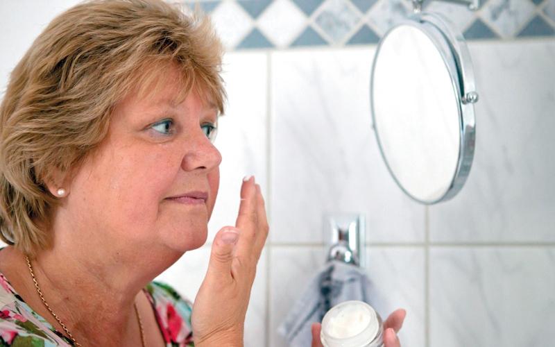 لماذا تهاجم الجراثيم  بشرة المُسنّين