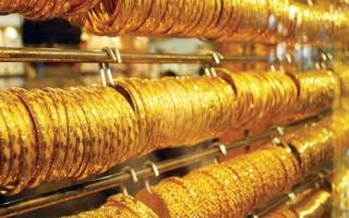 الصورة: الذهب يصعد مع تراجع الأسهم والدولار