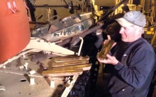 بريطانيان يعثران على سبائك ذهبية داخل دبابة عراقية قديمة