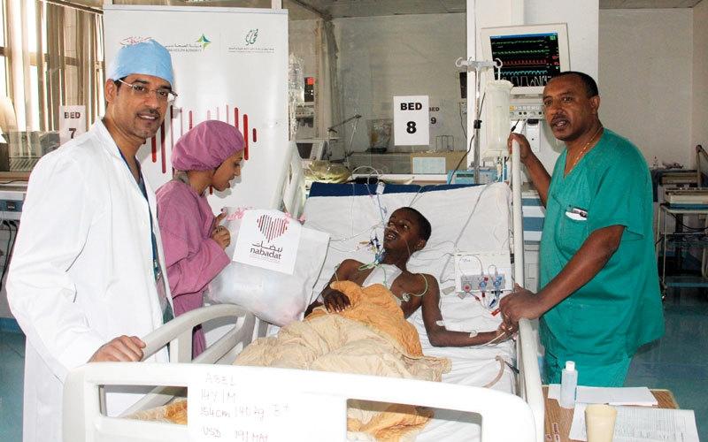 فريق «نبضات» يبدأ إجراء عمليات قلب للأطفال المصريين