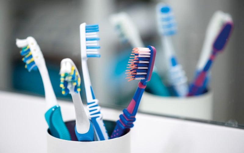 أطباء:  تغيير فرشاة الأسنان كل 6 أسابيع ضروري