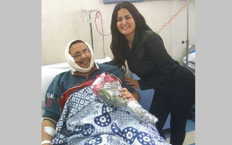 سما المصري تزور أحد المرضى. أرشيفية