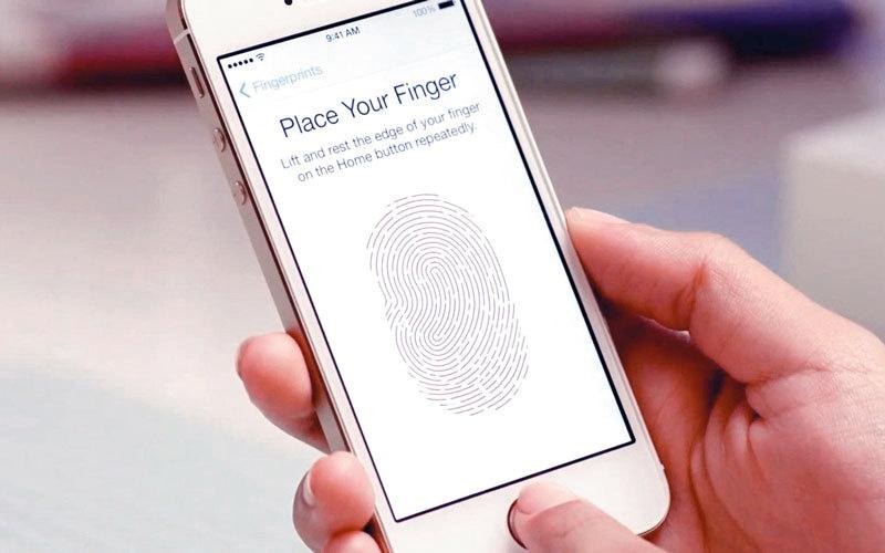 نظم بصمات الأصابع في الهواتف الذكية قابلة للاخـــتراق  بـ «بصمة عامة رقمية»