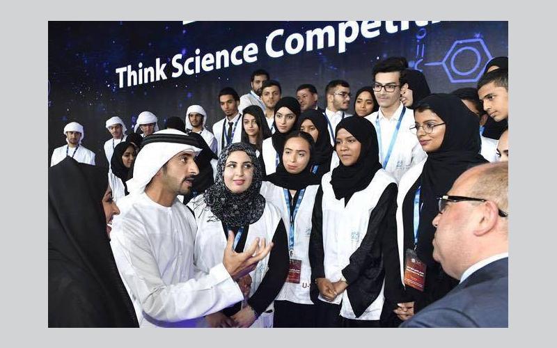طالبات جامعة الإمارات يحصدن جائزتان في مسابقة بالعلوم نفكر
