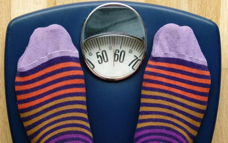 3 أسباب تؤدي إلى زيادة وزنك