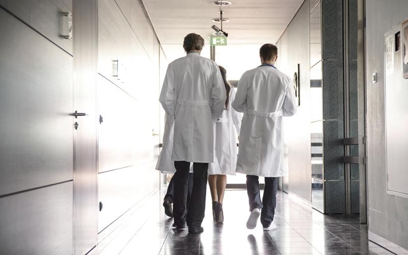 مرضى يشكون غلاء «فاتورة العــلاج»  في المستشفيات الخاصة